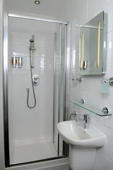 West End Hotel - Hostel - Edinburgh - Bathroom