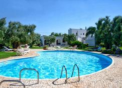 馬賽利亞圖托撒酒店 - 奧斯圖尼 - 奧斯圖尼 - 游泳池