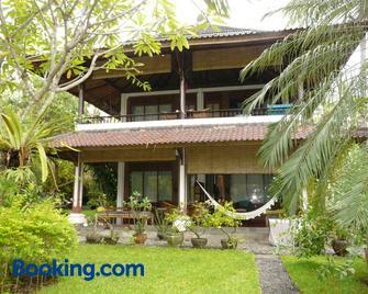 Bali Sandat - Tejakula - Building