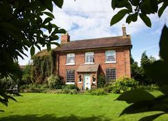 Church Farm Guest House - Telford - Edifício