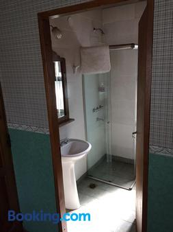 Galeazzi Basily Bed & Breakfast Y Cabanas Aves Del Sur - Ushuaia - Bathroom
