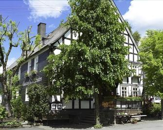 Hotel Gasthof Zu Den Linden - Kirchhundem - Building