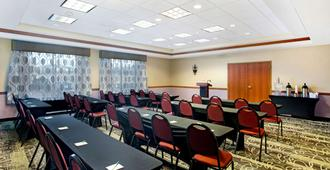 La Quinta Inn & Suites by Wyndham Springfield Airport Plaza - ספרינגפילד