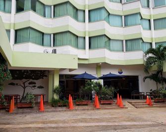 Hotel Plaza Cozumel - Cozumel - Building