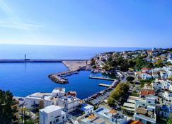 Kastro Hotel - Agios Kirykos - Außenansicht