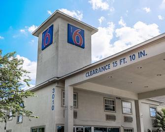 Motel 6 Pasadena Tx - Pasadena - Gebouw