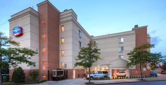 Fairfield Inn by Marriott New York LaGuardia Airport/Flushing - קווינס - בניין