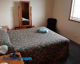 Waratah Falls Holiday Unit - Waratah - Bedroom