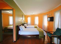 Kalahari Arms Hotel - Ghanzi - Bedroom