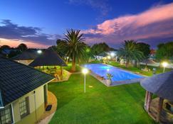 Kalahari Arms Hotel - Ghanzi - Pool