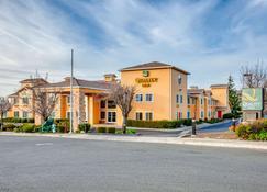 Quality Inn near Six Flags Discovery Kingdom-Napa Valley - Vallejo - Building