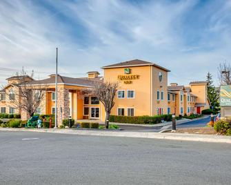 Quality Inn near Six Flags Discovery Kingdom-Napa Valley - Vallejo - Building