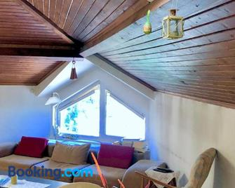 Corner house apartment - Montana - Living room