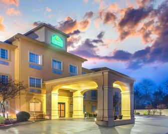 La Quinta Inn & Suites by Wyndham Fort Smith - Fort Smith - Building