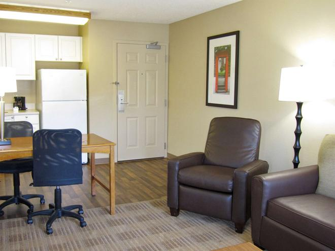 Extended Stay America Oakland - Alameda Airport - Alameda - Wohnzimmer