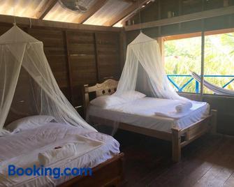 Eco Hostal Playa Libre - Isla Grande del Rosario - Bedroom