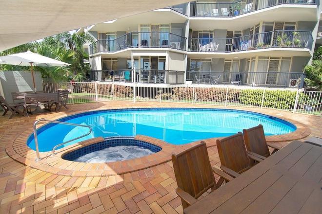 Bayview Beach Holiday Apartments - Biggera Waters - Piscina