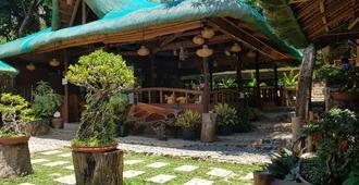 bahay kawayan backpackers inn - Coron - Outdoor view