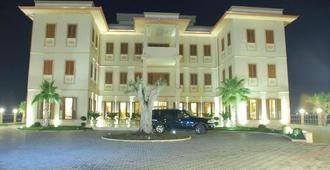 Vila Zeus Hotel - טיראנה