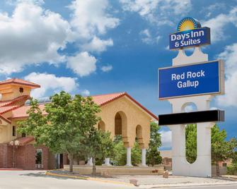Days Inn & Suites by Wyndham Red Rock-Gallup - Gallup - Edificio