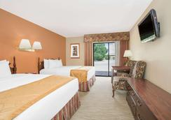 Days Inn & Suites by Wyndham Red Rock-Gallup - Gallup - Bedroom