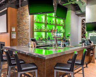 Quality Inn and Suites - Winkler - Bar