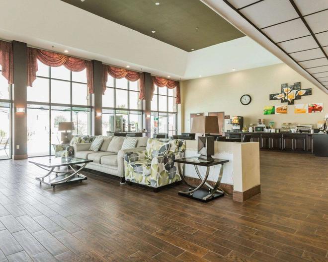 Quality Inn & Suites near Maxwell-Gunter Air Force Base - Montgomery - Lobby