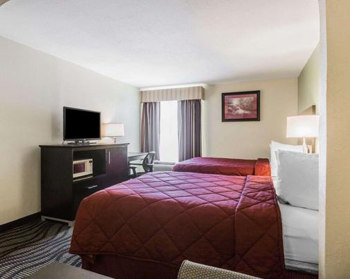 Quality Inn & Suites near Gunter Annex Air Force Base - Montgomery - Bedroom