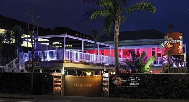 Shooters Saloon Bar Hotel & Cabins - Auckland - Building