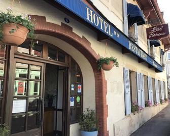 Hotel Restaurant Perreau Parc Du Morvan - Lormes - Outdoors view