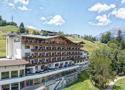 Familien- & Aktivhotel Christoph - Ellmau - Building