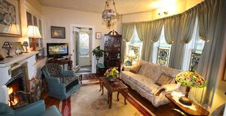 A Boat to Sea Bed & Breakfast - North Sydney - Living room