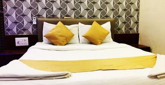 Hotel Safar Residency - Mumbai - Bedroom