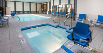 Holiday Inn Hotel & Suites Cincinnati - Eastgate - Cincinnati - Pool