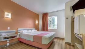 Motel 6 Roseburg - Roseburg - Makuuhuone
