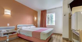 Motel 6 Roseburg - Roseburg - Bedroom