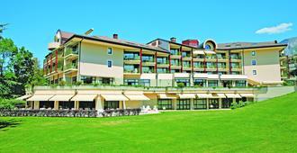 瑪麗歐斯別墅藍色假日酒店 - 艾克斯萊班 - 艾克斯-雷-百恩 - 建築