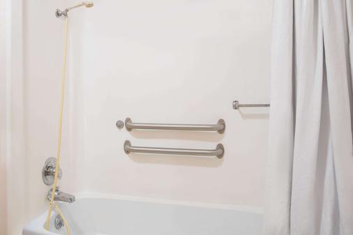 Knights Inn Augusta - Augusta - Bathroom