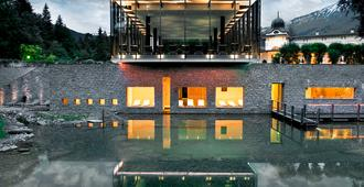 Waldhaus Flims Alpine Grand Hotel & Spa - Flims - Building