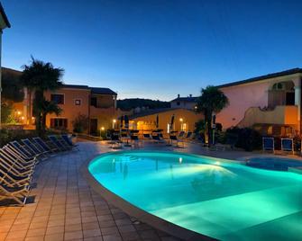 Residence Corte Dei Venti - Budoni - Zwembad