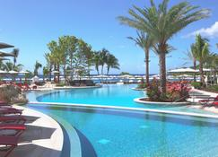 Kimpton Seafire Resort And Spa - West Bay - Piscina