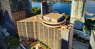 Pinnacle Hotel Harbourfront - ונקובר - בניין