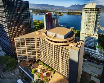 Pinnacle Hotel Harbourfront - Vancouver - Building