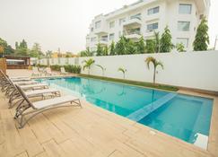 Accra Luxury Apartments @ The Lul Water - Acra - Piscina