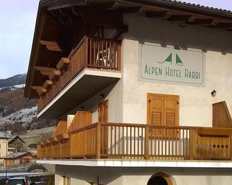 Alpen Hotel Rabbi - Rabbi - Building