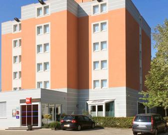 Ibis Lyon Sud Chasse Sur Rhone - Chasse-sur-Rhône - Building