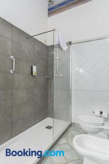 Palazzo Catalani by Diamond Resorts - Soriano nel Cimino - Bathroom