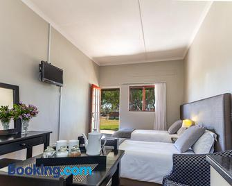 Kingfisher Hollow Exclusive Guest House - Gordon's Bay - Wohnzimmer