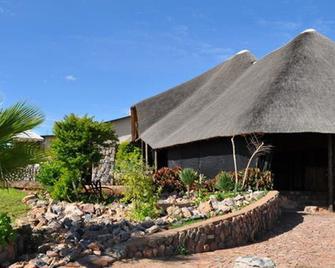 Etotongwe Lodge - Outjo - Außenansicht
