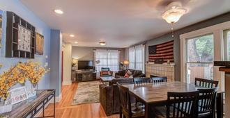 3br Classic Home Quiet Neighborhooddog Friendly - Colorado Springs - Spisestue